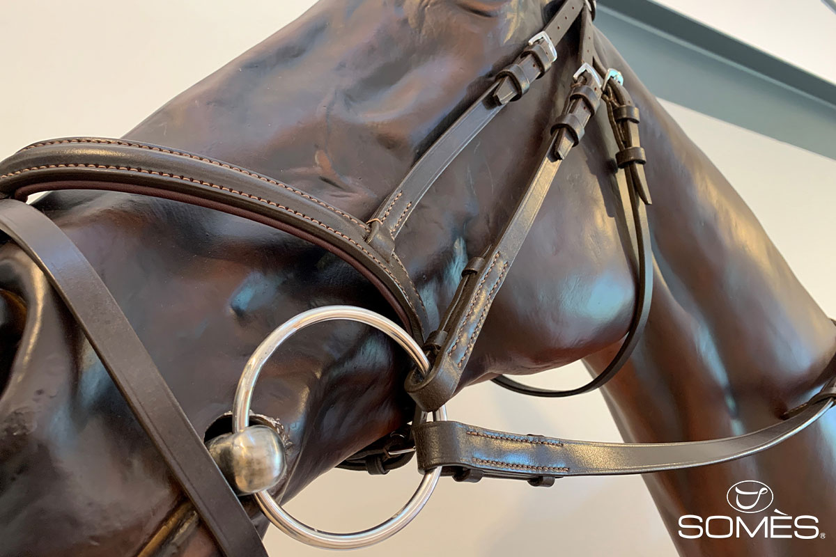 ブライドルレザーは馬具用の革